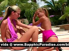 Потрясающая блондинка Остров Лесбос лизать и аппликатура киску и имеющие лесбо половые