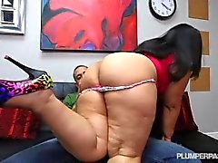 Enorme Booty Latina Driving Instructor Fucks Hung Stud Estudante