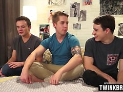 Big dick twink threesome con cum en el culo