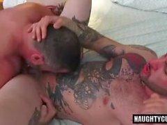 Татуировка гей-попку во рту с кремом