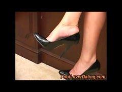 lick mature woman stinky feet