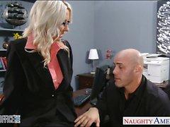 Секси блондинка Эмме Старра получает пригвожден в конторе