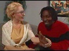 Fildişi Büyükanne Ve Ebony Cock