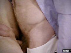 Tatuaggio sesso anale gay e sborrata