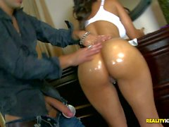 Lola James wet round Ass is perfect