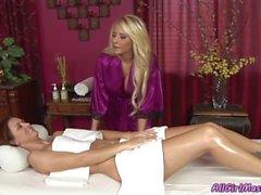 Madison Ivy e Karlie Montana passam a noite íntima juntos