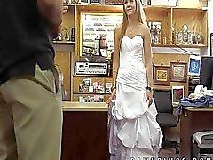 Sitzen gelassen Braut verkauft sich um Pfandhaus