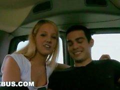 KÖDER BUS - Steven Ponce gefickt von Straight Bait Cody Springs Van bewegen!