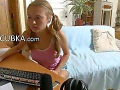 Web kamerası için 19Yo amatör kız parmaklıyor