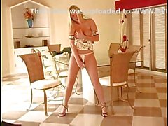 Cam Masa üzerinde Alison Angel Mastrubate