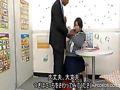 Japonesa chupando pau colegial