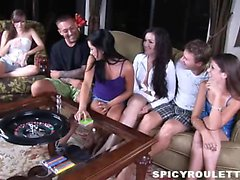 Jóvenes salvajes de Tanner Alexis de Capri juegan juego del sexo y follar