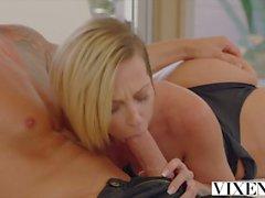 VIXEN Jada Stevens tenta galo enorme na bunda dela e gapes