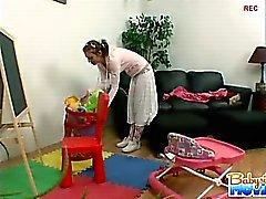 Baby sitter caldo di Riley timida argenti furto di catturati per il suo