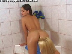 Eve Angel franco e di Monica dolce nelle Bath