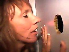 Likaisia Brunette Lutka slurps Dick läpi Kunnia olkoon Holessa