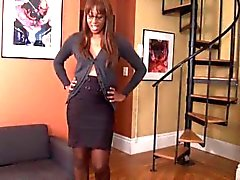 Beautiful Ebony Pantyhose Sniff and Foot Worship After Work Footslave