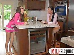 Calientes MILF en de un 3VÍAS con su vecinos adolescentes