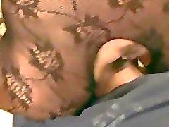 Strumpfhose dem Gesicht sitzen sowie Oral befriedigt auf der Couch