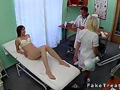 Врач трахает свою дикий пациент