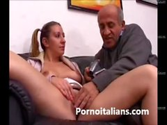 Italian girl gets her pussy licked by dirty old man Italiana leccata da vecchio
