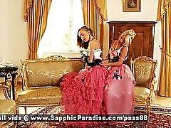 Hailee ile Mya blonde ile öpüp soyuyor Eşcinsel girls redhead