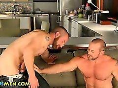 Сексуальная колеса медведь а засасывает