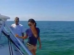 Priya on rai perseestä laivalla