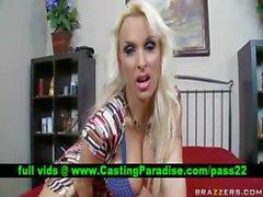 Падуб Холстон блондинку Pornstar в общественных