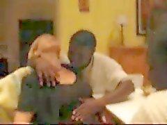 Moglie con i di due ragazzi di colore