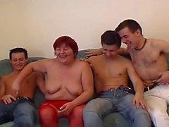 Joven putilla puta desnuda