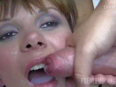 Premium Bukkake - Michelle nielaisee 83 valtavaa suupalaa cumshots