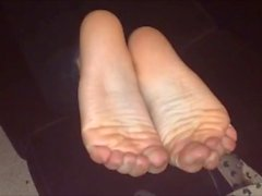 Efi moves her sexy (size 39) feet, part 4