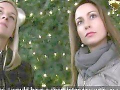 Heißes Weihnachts Dreiersex in den öffentlichen