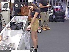 Chica de colegio Aficionados follada y queda pagado por pawnkeeper