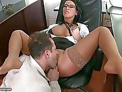 Baştan çıkarıcı sıcak Carmen Mavi onu tatlı ağzına bir ağız sulandıran horoz alır