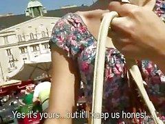Чешская девушка Кэтрин колотилось публично