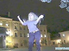 HornyAgent Hot blonds de MILF fait baiser FOR CASH dans un véhicule