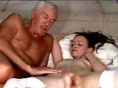 Rapariga com homem velho