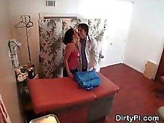 Câmera escondida Capturas Enfermeira chupando Doctor No Office