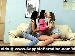 Harika bir üç yollu lezbiyen alem öpüşme Süper esmer lesbos