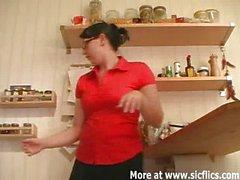 Fisting ass das Wifes Haltungen in der Küche