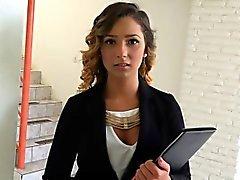 adolescente Realtor com uma buceta peluda fodida por um cliente em potencial