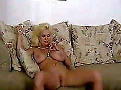 Blonde Salope aux avec son jouet