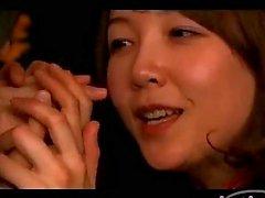 Beyaz Stockings parmaklama 2 Busty Koyu Renkli kızları Behind the Bars Oda On 69'da Birbirimize Kissing Yalama