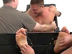 Foltern mens Bälle Homosexuell Porno-Videos Muscular Tyrell Tickled