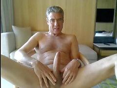 pappa jerking i sitt hotellrum