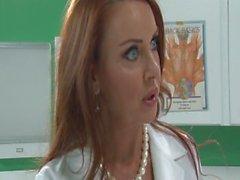 Il dottor MILF - Scene 4