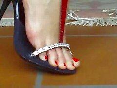 KIRIMIZI OJE voeten bezinksel en rode nagels 1