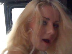 Van'da İki BBC Tarafından Kırılmış Beyaz Çöp Kutusu Sarışın Fahişe